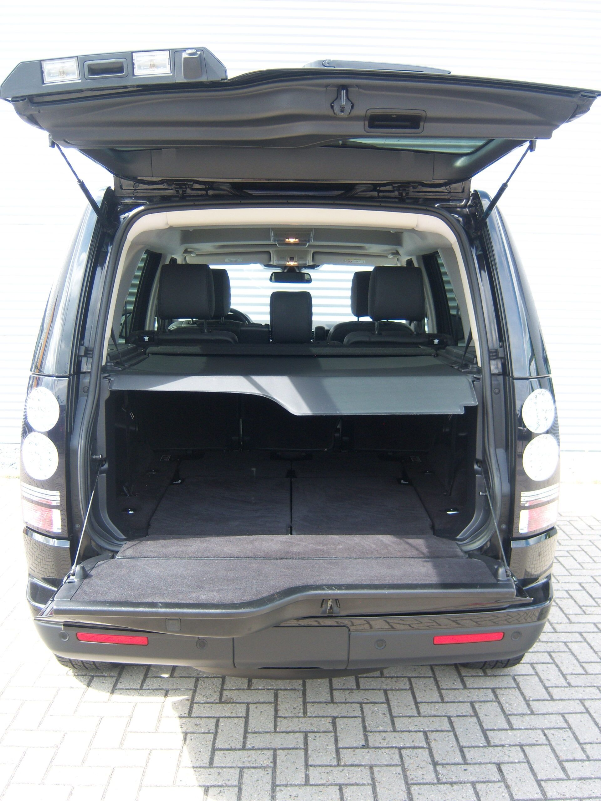 Land Rover Discovery 4 SDV6 HSE 7-Seater Landmark Edition