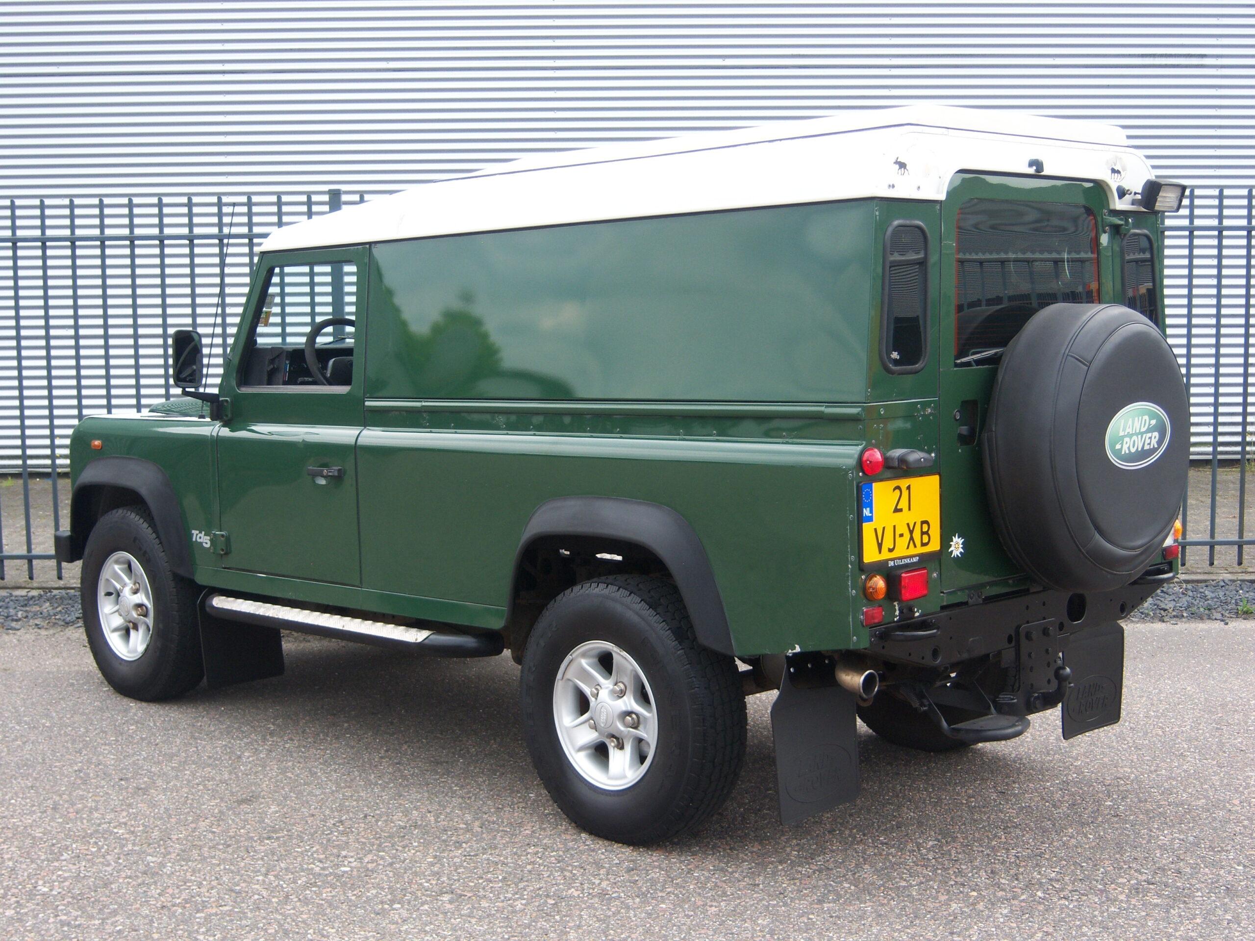 Land Rover Defender 110 Td5 Hard Top/ Kampeer uitrusting/ Youngtimer