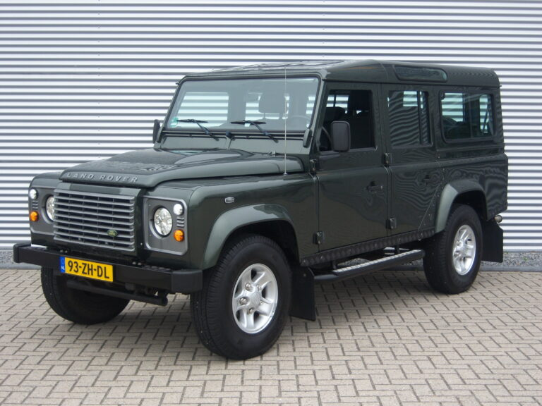 Land Rover Defender 110 2.4 TD Station Wagon X-Tech 7- seater